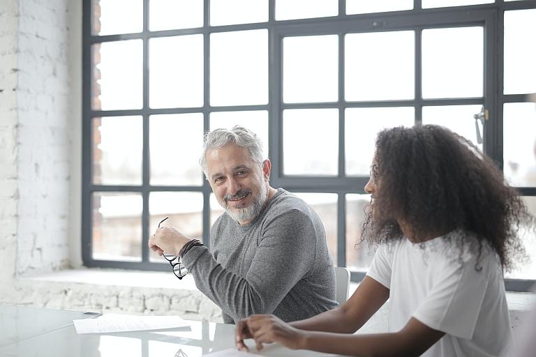 Tu mentor debe ser una persona capaz de transmitir confianza, motivación, experiencia técnica y valores.