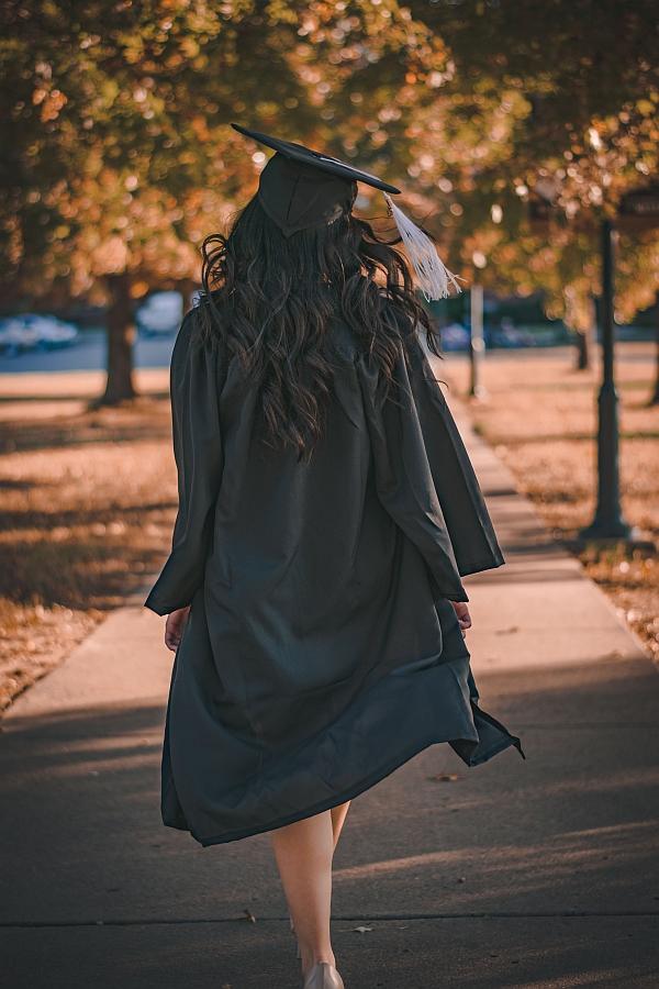 Cuando dejamos la universidad, y de cara a iniciar nuestra vida laboral, necesitaremos un mentor que nos guíe.